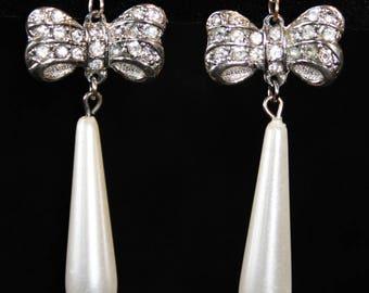 Silvertone Bows w Clear & Long Thin Pearl PE11-13F