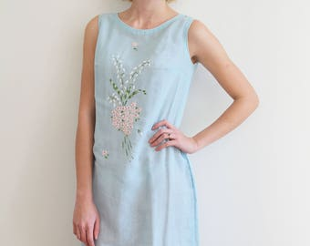 Vintage Abercrombie & Fitch Light Blue Shift Dress with Embroidered Flowers and Pockets