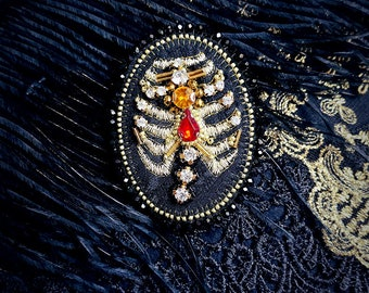 Cult Treasures Heavenly Bones brooch / aristocrat, gothic lolita, ouji brooch