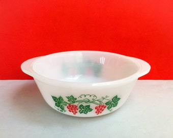 Agee/Crown Pyrex 'Grapes' #CR212 round casserole (c. mid 1966-67)