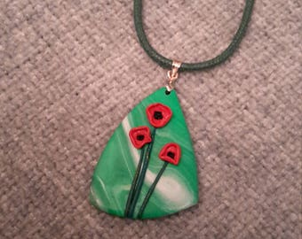 Elegant and beautiful pendent with red poppies
