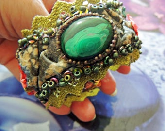 Bracelet cuff embroidered fabric leather and Malachite take the shape of the wrist