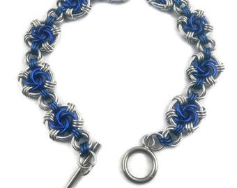 Silver and Blue Swirl Chainmail Bracelet, Silver Blue Chain Mail Bracelet, Silver Blue Chainmaille Jewelry, Chainmail Jewelry, Gift for Her
