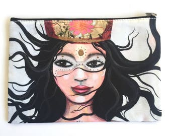 Queen of Adventure, pouch, large