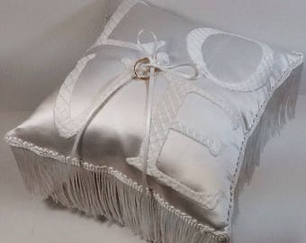 Hand embroidery Wedding ring pillow