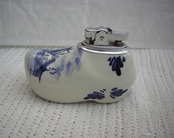 Delft hand painted cigarette lighter in the shape of a clog 9 cm long