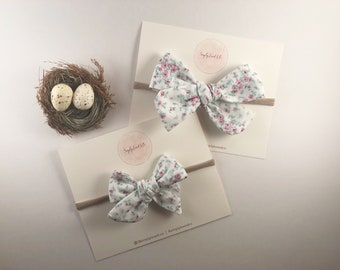 White Floral Hand-tied Knotted Bow