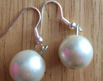 Earrings Glass Bead White