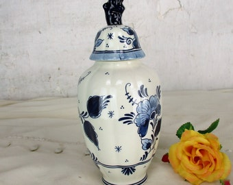 Small Vintage Delft Lidded Vase Urn Blue White Royal Goedewaagen Foo Dog 7.87""