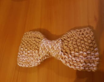Pink knitted pale pink and old bow with flat edges