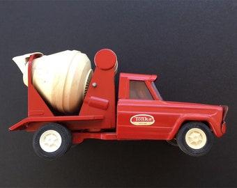 Vintage 1970's Tonka Toy miniature Cement Truck.