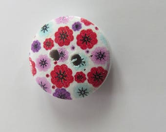 Round wooden bead with floral pattern