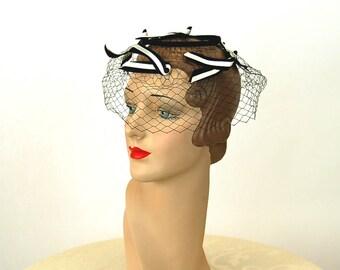 1950s hat net hat bird cage fascinator navy blue white bows veil hat