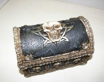 Skull & Bones Jewelery Box