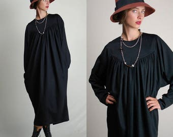 Black Dress / Vintage Dress / 60s Dress / Mod Dress / Minimalist / Simple Black Dress / Plain Dress / Sack Dress / Loose Fit / One Size