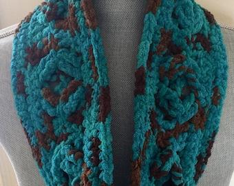 Elegant Chunky Crochet Chunky Yarn Shawl -  Mallard Wood