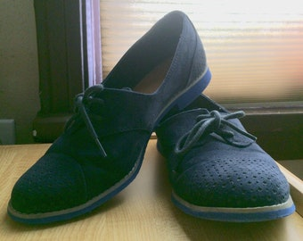 Vintage style: Blue suede shoes (oxfords by GAP)