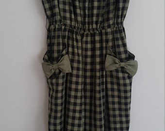 1950s plaid/checked dress with bows on pockets