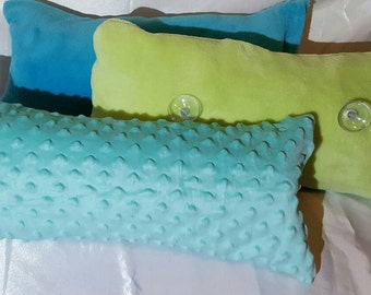 Bath pillow with suction cups