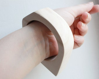 20 mm Wooden bangle unfinished rounded triangular - natural eco friendly NE2-20