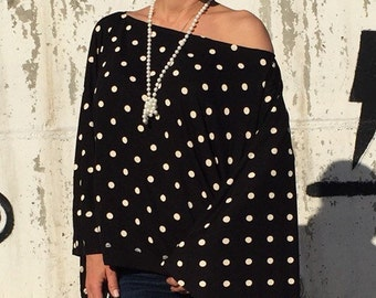 Plus Size Top/Black and White Off the Shoulder Top/ Extravagant Blouse/Kimono Sleeve Top/Cropped Maxi Top/Bat sleeve Top