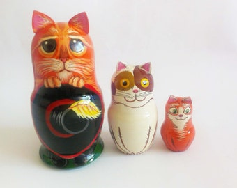 Hand-painting nesting dolls .Height 11 cm Wooden nesting dolls. Happy Cat family.