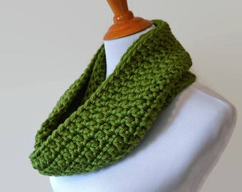Green Crochet Infinity Scarf, Infinity Scarves, Knit Scarf, Circle Scarf, Loop Scarf, Chunky Scarves, Fall Fashion, Women's Scarf, Gift Idea