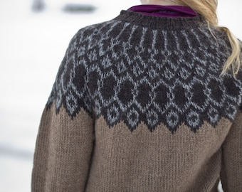 Silfri - Icelandic lopapeysa pattern | knitted wool sweater heart wool raglan ull lett-lopi buttons