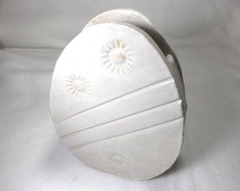 Easter vase of stoneware, 15 x 11.5 cm (717)