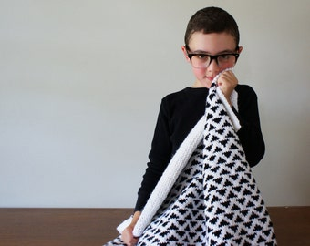 "DIY Knitting PATTERN - Triangle Baby Blanket - 33"" x 35"" (2016014)"