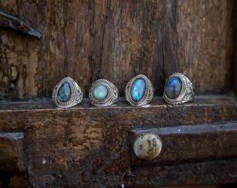 Silver Sterling Labradorite Ring / Bague en Argent 925 Labradorite nepali design Boho ring