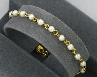 Vintage AVON 'Faux Pearl and Chain' Bracelet (1994) with Original Box. Size 6-5/8 inches long. Vintage Avon Bracelet. Faux Pearl Bracelet