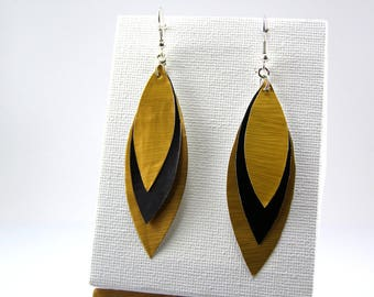 Capsules form coffee black and Gold feather earrings