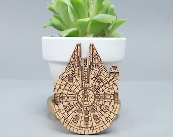 Star Wars Millennium Falcon - Magnetic Wood Brooch - Laser Engraved - Lapel Pin