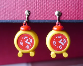 Screw back plastic earrings yellow and red clocks