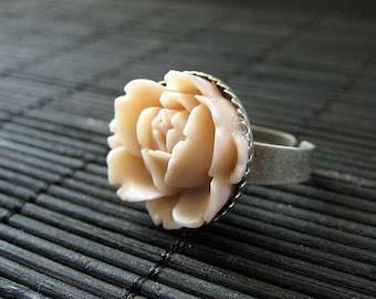 Antike Pink Rose Ring in im Alter von Silber Handels Wassermusik inspiriert. Handgemachten Schmuck. Handgefertigt.