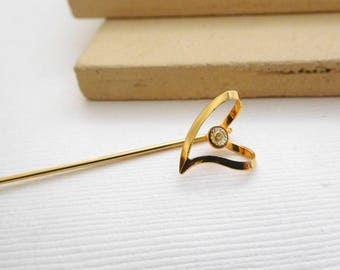 Vintage Genuine Diamond Chip Yellow Gold Tone Modern Heart Stick Hat Pin OO5