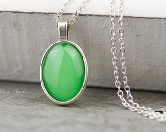 Necklace color of the year 2017 - greenery - minimalist,