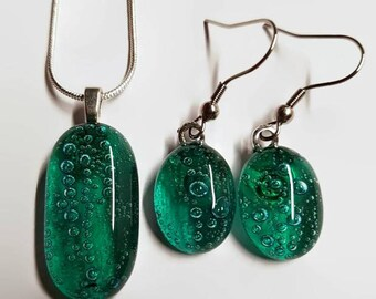 drop earrings - pendant - jewellery set - green - emerald - bubbles - unique jewellery - unusual jewellery - fused glass - handmade