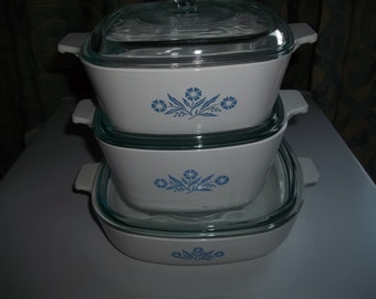 Corning Ware Set of 3- 1 1/2Quart & 1 3/4 Quart, and 9 inch Cornflower with Pyrex Lids