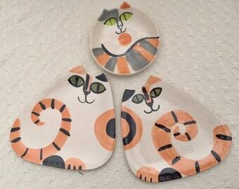 Ceramic calico Cat plate triangle shape Pottery dish hand made clay happy cat feline decor