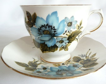 Queen Anne Fine Bone China Tea Cup and Saucer Pattern 8522 Floral Clematis
