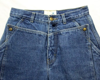 Vintage GAP Women's High Waisted Tapered jeans measure 26 x 30