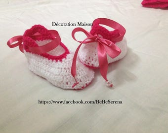 Pink and white crochet baby shoes