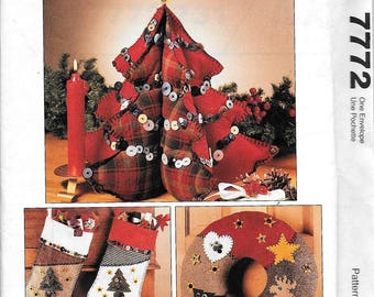 McCall's Crafts 7772 Fabric Christmas Tree Skirt Centerpiece Wreath Stocking Ornament Sewing Pattern UNCUT