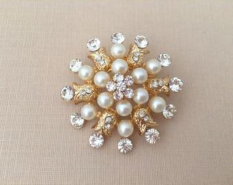 Gold Bridal Brooch.Rhinestone Pearl Brooch.Crystal Pearl Brooch.Gold Pearl Brooch.Crystal Pearl Broach.Wedding Accessory.Pearl Pin