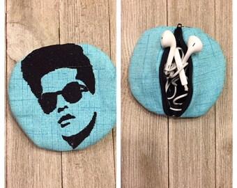 Bruno Mars earbuds holder