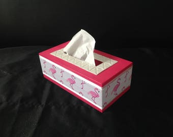 Pink flamingos. Hot pink and white tissue box