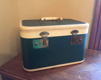 Vintage Green Train Case/Vintage Cosmetic Case/Vintage Large Train Case