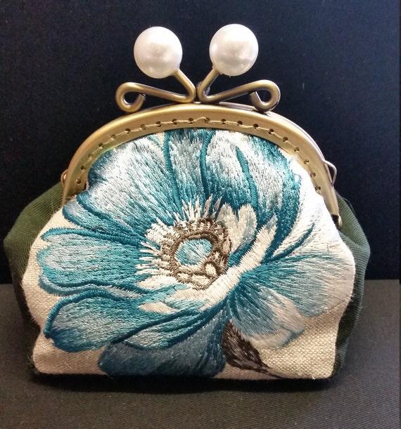 CP562. Blue flower coin purse.